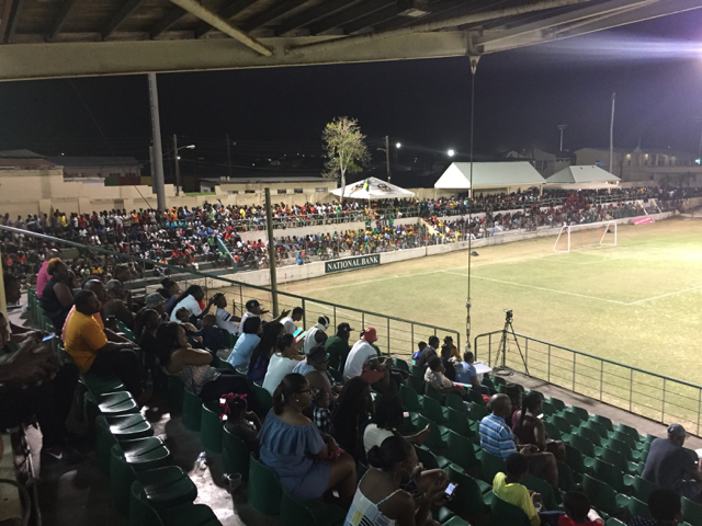 Crowd at the Warner Park